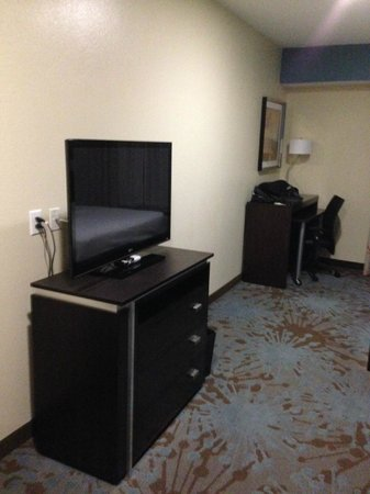 Fairfield Inn & Suites Houston North/Spring: TV area...plenty of space