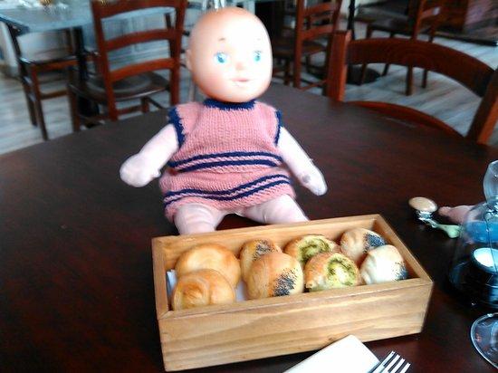 The Market Place Restaurant: Anche la bambolina è golosa del Pane del Market Place
