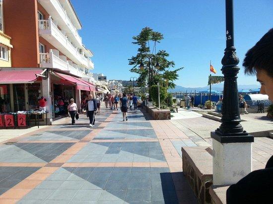 Carihuela Park Palace : paseo marítimo de Torremolinos, muy cerca de los apartamentos