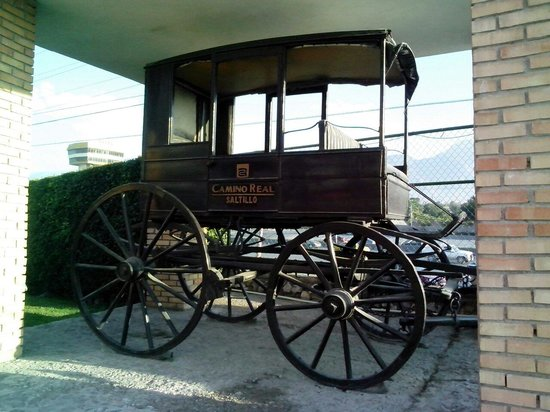 Camino Real Saltillo: Carriage in front of hotel