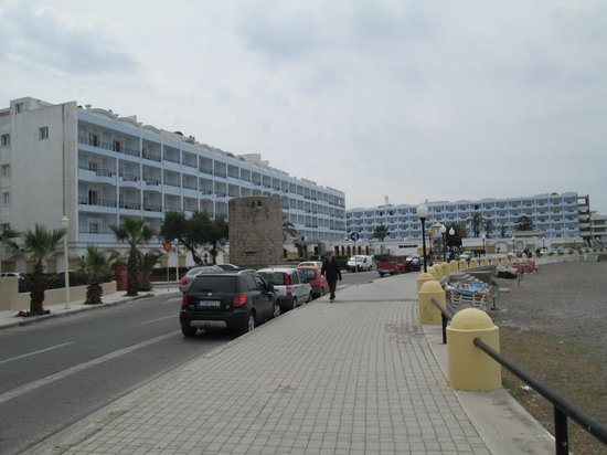 Mitsis Grand Hotel : street view of hotel