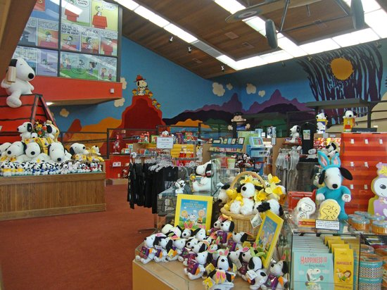 Charles M. Schulz Museum: Gift shop near the museum