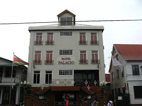 Hotel Palacio : Visão do hotel por fora