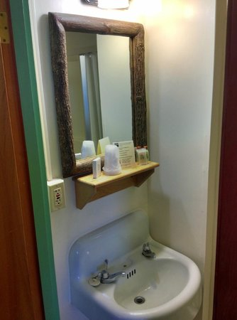Paradise Inn at Mount Rainier: Private Bathroom