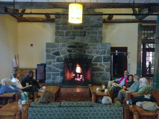 Paradise Inn at Mount Rainier : Fireplace