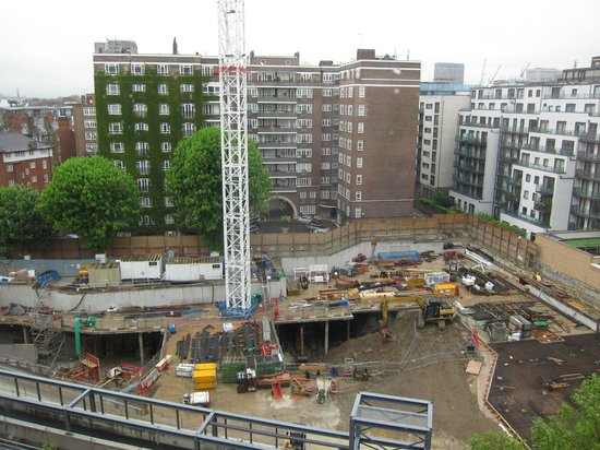 DoubleTree by Hilton London - Westminster : Construction across the street