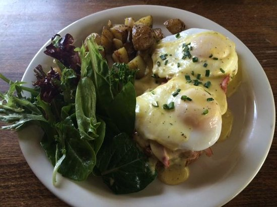 Haven Cafe & Bakery: Eggs benedict on a ham & gruyere biscuit