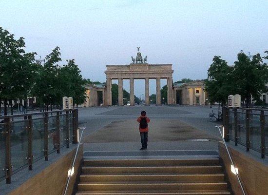 Novotel Berlin Am Tiergarten : Brandenburg Gate 5.30a.m.