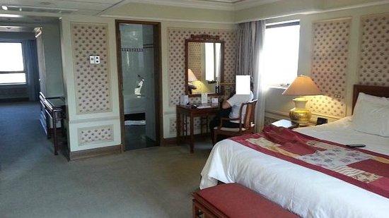 Hotel Regal Pacific: al fondo esta el living y el 2do baño.