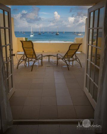 Royal St Lucia Resort and Spa: A room at the end of a wing.