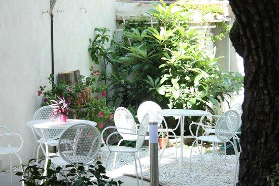 Leonardo Gelateria-Caffe