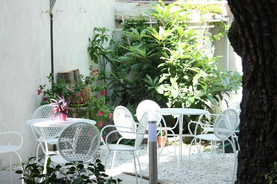 Leonardo Gelateria-Caffe: Giardino/Garden