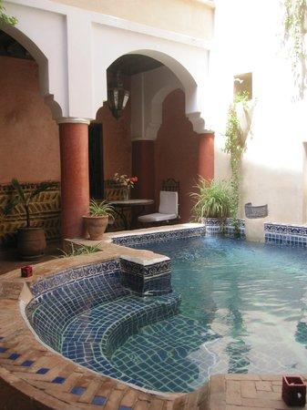 Riad Plein Sud: Breakfast area/courtyard.