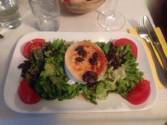 Gutsausschank Weinwirtschaft Laquai: Salat mit Ziehenkäse