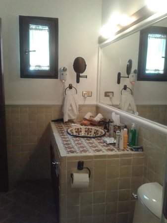 Finca Filadelfia Coffee Resort & Tours: bathroom in room 2
