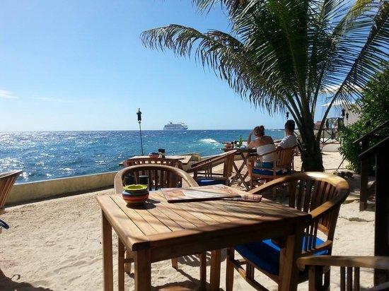 Scuba Lodge & Suites: Mooi uitzicht op zee.