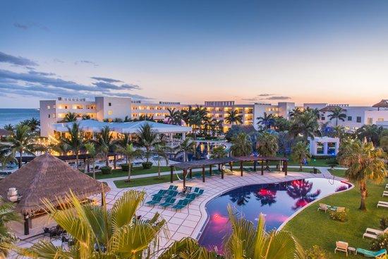 Secrets Silversands Riviera Cancun : View of main pool area