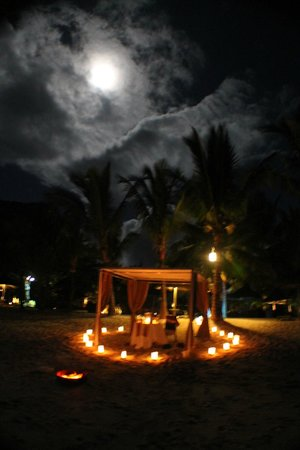 LUX* Le Morne: Meal on the beach