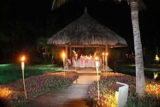 LUX* Le Morne: Wedding meal pool gazebo