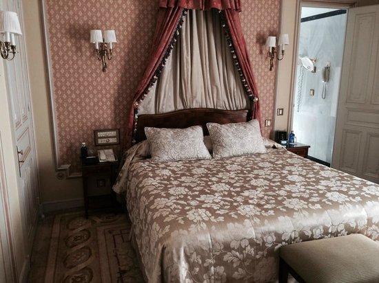 "Hotel Ritz, Madrid: ""Classic"" room, small but elegant"