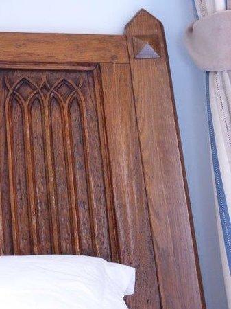 Parador Hostal Dos Reis Catolicos: Carved headboard