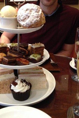 The Leonard Hotel : Champagne Afternoon Tea