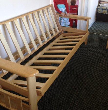 Lyons Robin Hood Holiday Park: Uncomfortable sofa