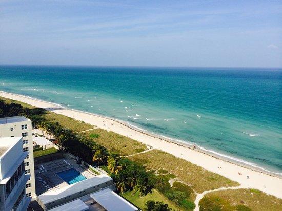 Grand Beach Hotel: Vista piso 18 desde el balcon