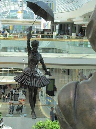 Eurovea Galleria: The balance walker
