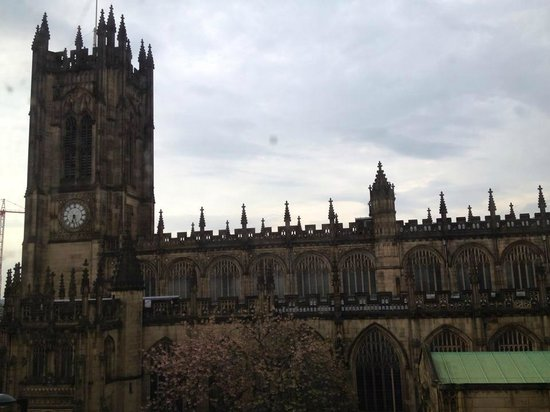 Mitre Hotel: View of Manchester Cathedral from Hotel Room