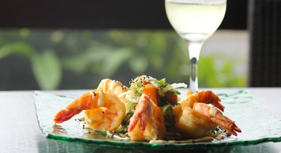 Millers Beach Bar and Grill: Crispy Gulf King Prawns with roasted pumpkin, wakame and pickled ginger salad