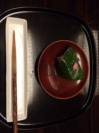 Kanamean Nishitomiya : strawberry cheesecake wrapped with shiso leaf
