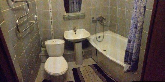 Relax: Bath room ( no soap, no toilette paper)