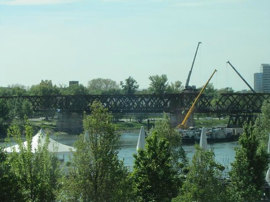 Eurovea Galleria: The bridge keeps getting disassembled, nearby