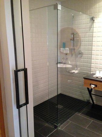 AQUA DOME Hotel : cool shower