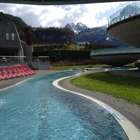 AQUA DOME Hotel : water path to the ouside