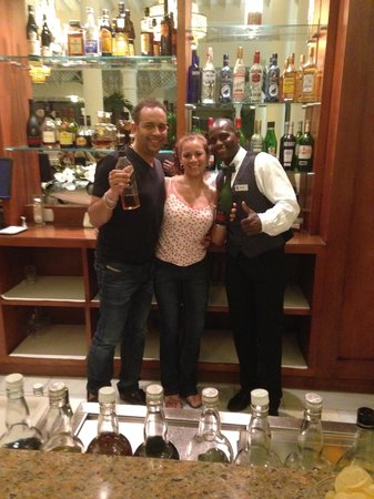 Luxury Bahia Principe Bouganville: At the bar.