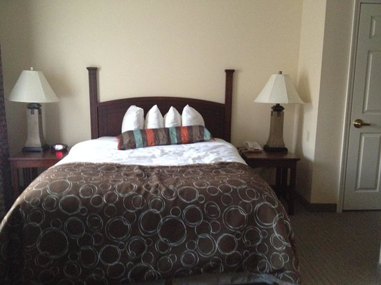 Staybridge Suites East Lansing-Okemos (MSU Area): king studio