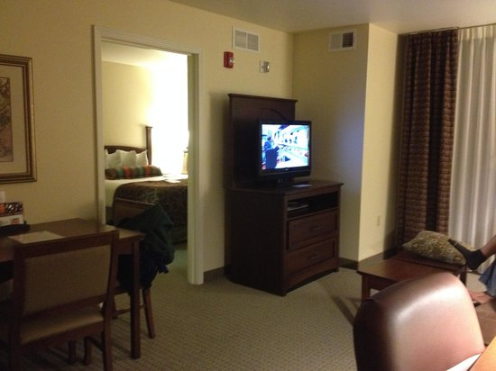 Staybridge Suites East Lansing-Okemos (MSU Area): King one bedroom suite