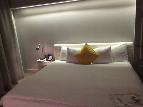 Riviera Hotel & Suites South Beach: w
