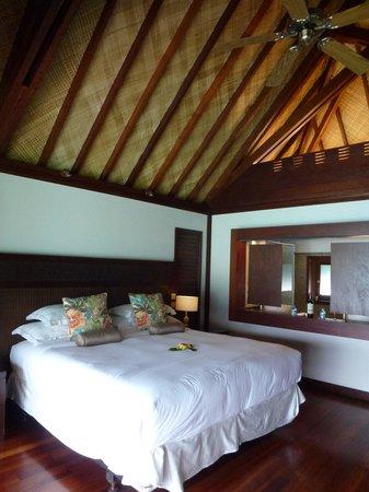 Hilton Moorea Lagoon Resort & Spa: King Size Bed