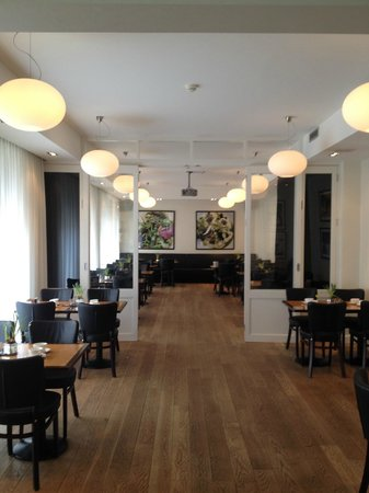 Avenue Hotel Copenhagen : View from lobby into dining area