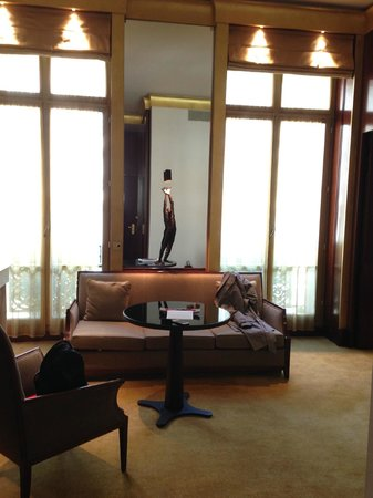 Park Hyatt Paris - Vendome : Living/Sitting room of an executive suite