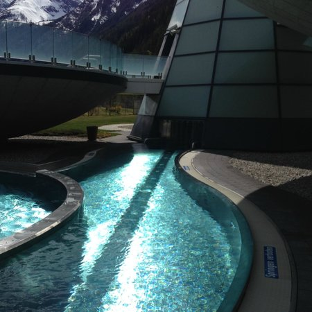 AQUA DOME Hotel : path from inside pool and water current