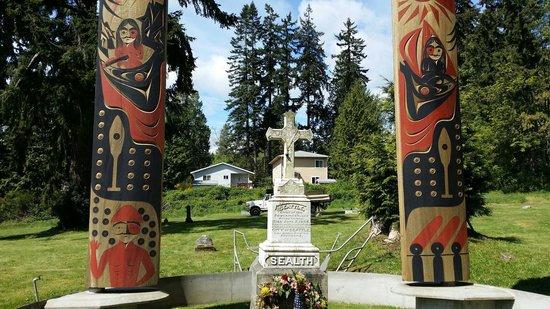 Kitsap Tours : Chief Seattle's gravesite.