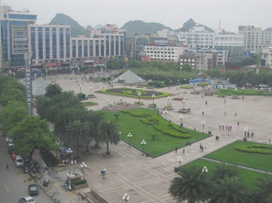 Lijiang Waterfall Hotel: Central square from room