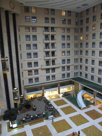 Lijiang Waterfall Hotel: Atrium