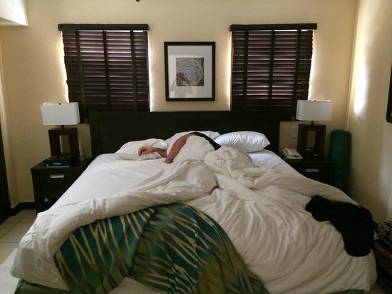 Amsterdam Manor Beach Resort: My brother napping in the King Size Bed