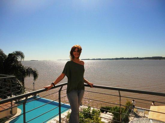 Radisson Hotel Colonia del Sacramento: Con la piscina y el río de fondo