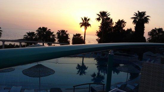 Grand Blue Sky International : Sunset time ..... blue sky hotel.....